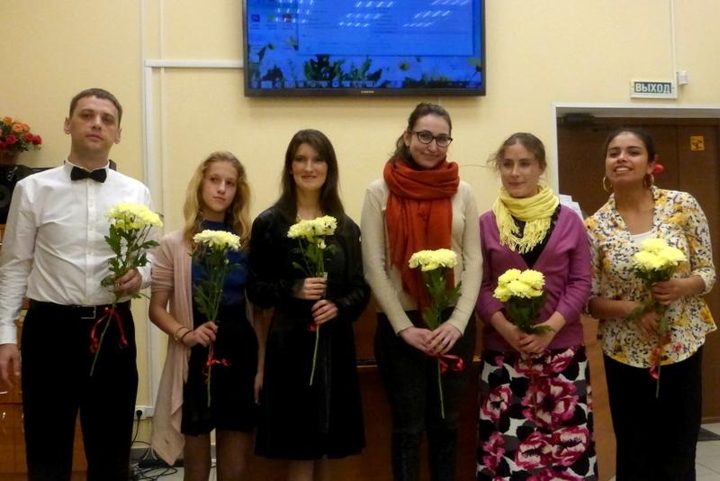 Молодые таланты на молодежном вечере в библиотеке Самоцветы чувств
